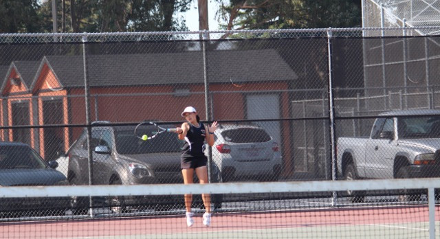 San Mateo High School Girls Varsity Tennis beat Sacred Heart Cathedral 4-3
