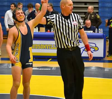 Wrestling goes 4-1 at Northview Invitational