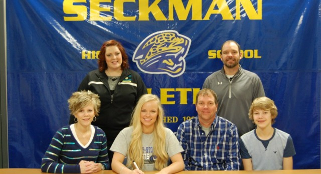 Hannah Arras signs to play Volleyball @ Culver-Stockton