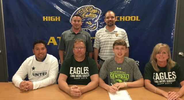 Bryce Winkelmann signs with Central Methodist