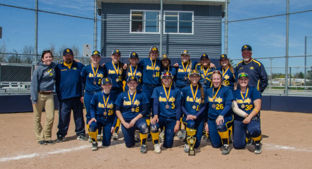 Comet Bats Explode as Grand Ledge Wins MHSAA District Championship