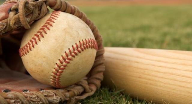 Valley Christian High School Varsity Baseball beat Maranatha High School 4-3