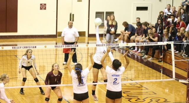 Valley Christian/Cerritos Girls Varsity Volleyball beat La Habra High School 3-2