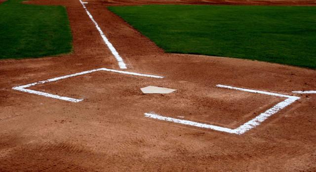 Valley Christian/Cerritos Varsity Baseball beat Artesia – Newport Elks Tournament 9-2