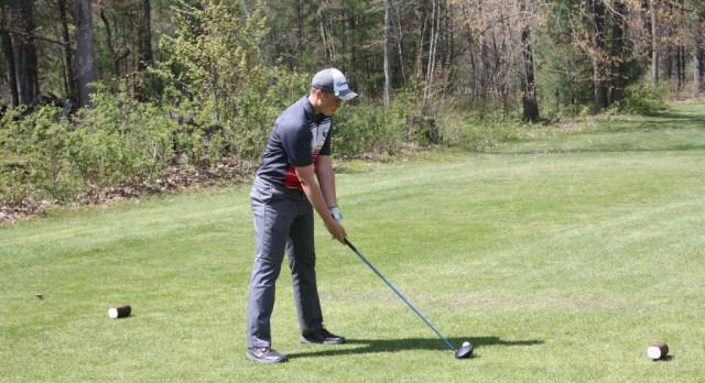 Varsity golf concludes season at Railside