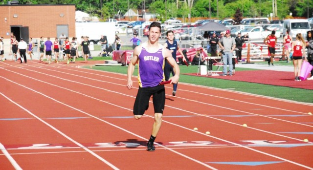 Boys' Track Sends Five to Regionals