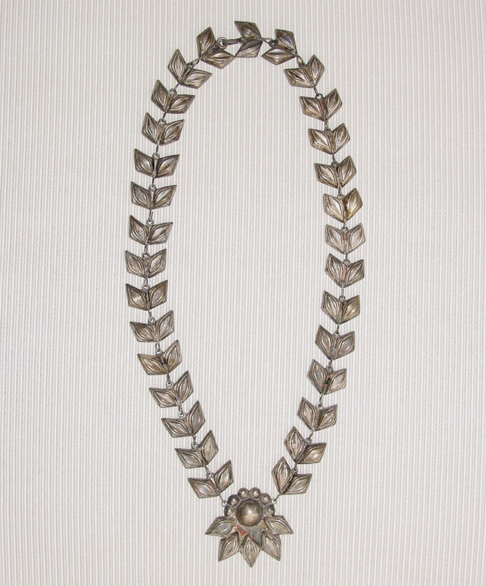 Leafnecklace1