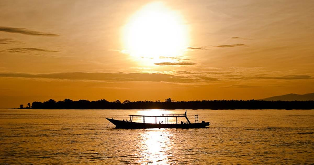 Sunrise-Gili-Trawangan.-Image-by-Jos-Dielis-CC-BY-2.0