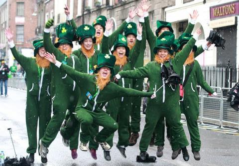 St. Patrick's Day Makeup for Women: Irish Flag-Inspired