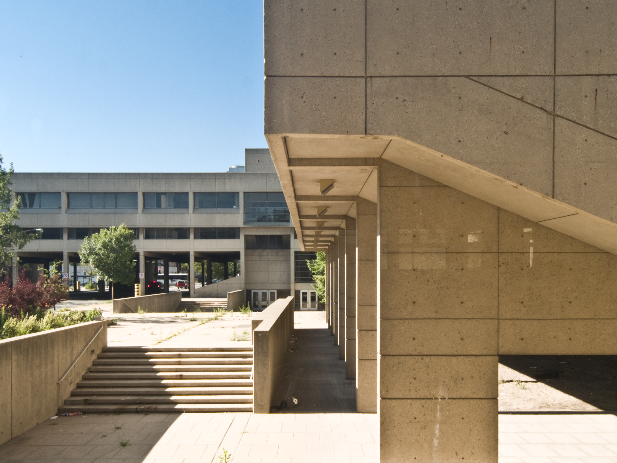 The ugly question is brutalist architecture worth for Architecture brutaliste