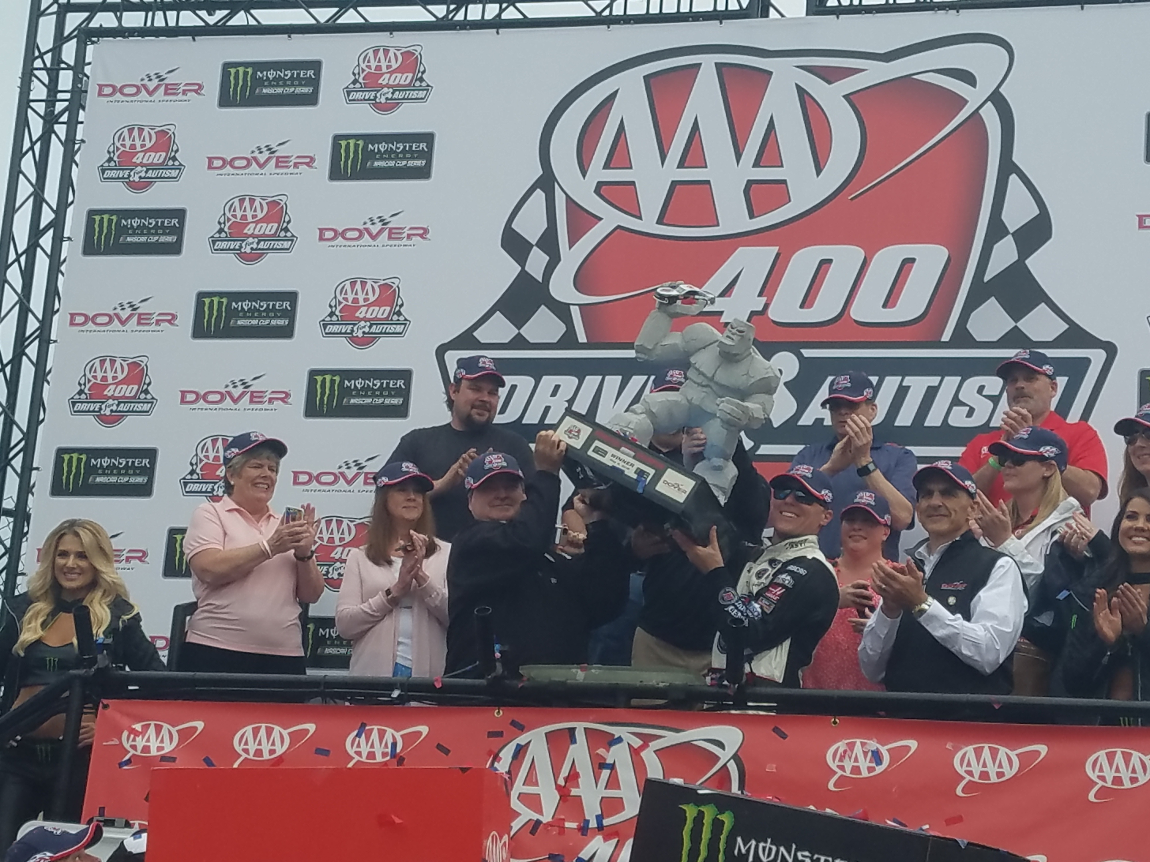 Harvick Dominates At Dover