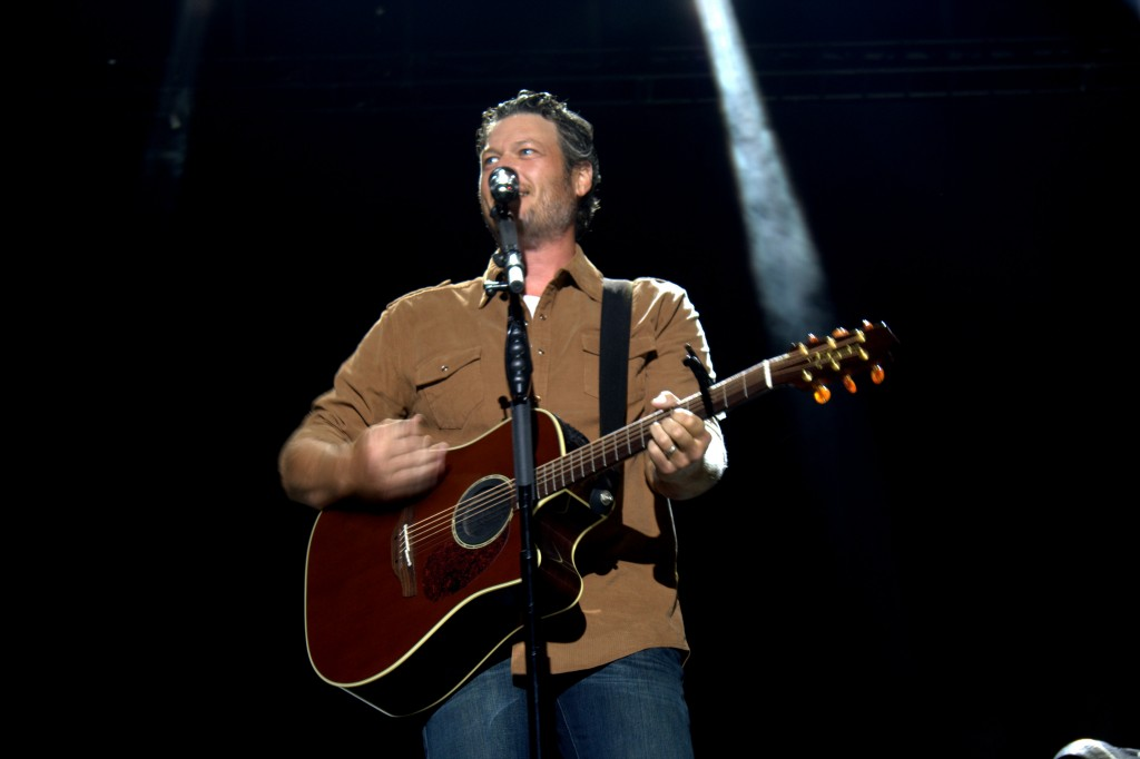 Blake Shelton Gets 'Footloose' on Stage