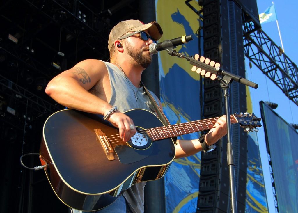 Tyler Farr Goes 'Redneck Crazy' at Delaware Junction Festival