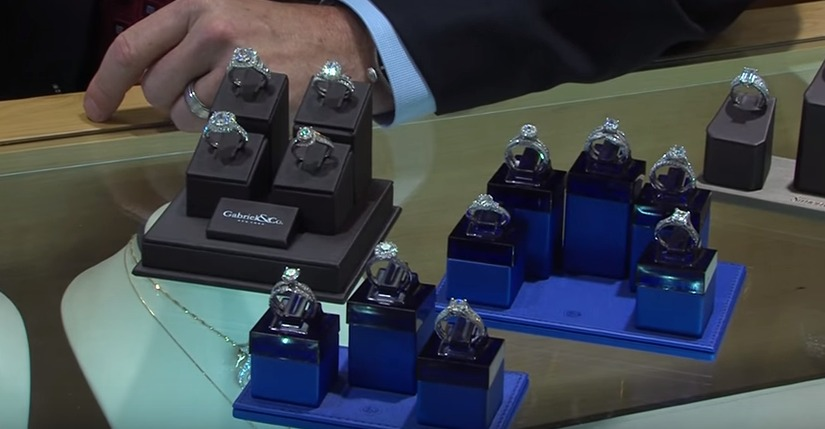 Jewelry Trends this Holiday Season with Park Place Jewelers – Tuesday, Nov. 24, 2015