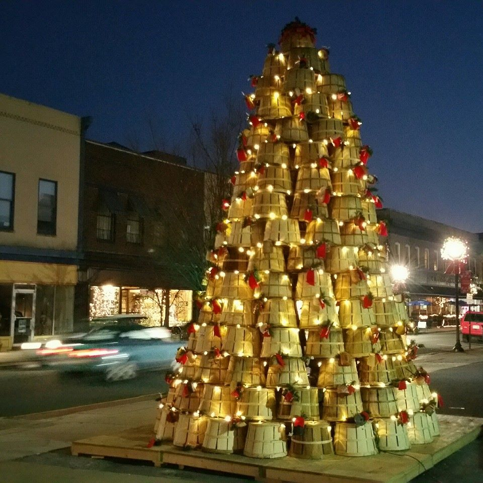Cambridge Keeps up with Holiday Tradition: Bushel Basket Christmas Tree