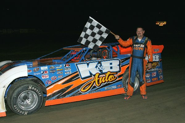Dirt Track: King Wins Super Late Model: Delaware International Speedway