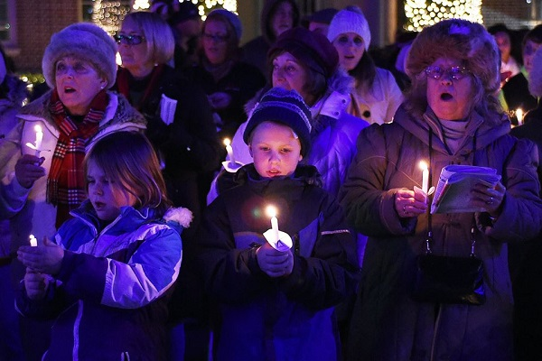 Georgetown Holds Caroling on the Circle 2016