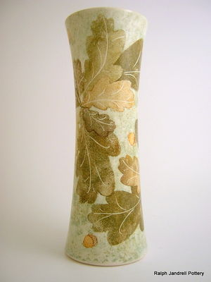 Large waisted vase- Oakleaf design