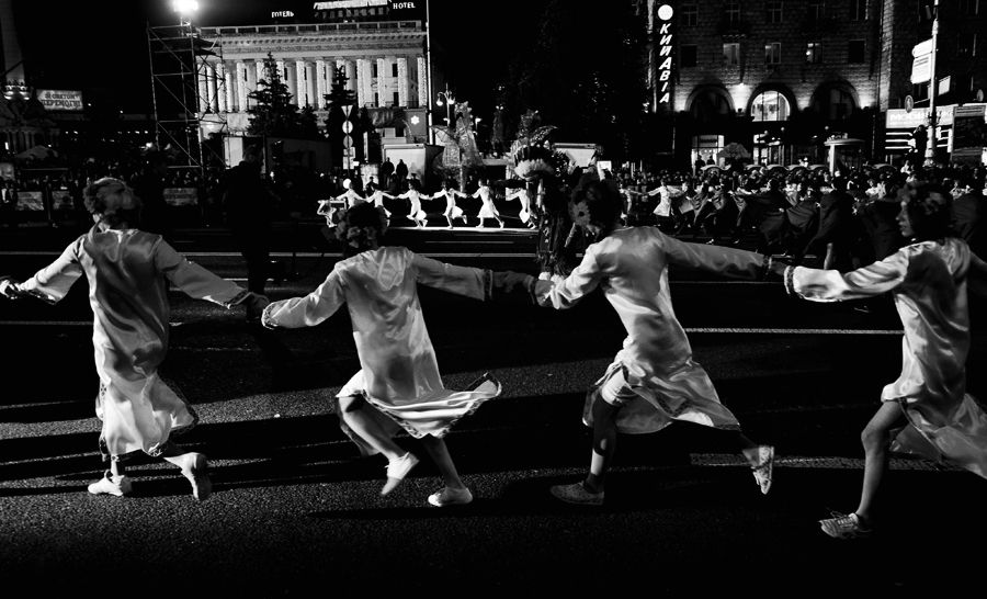 nighttime ukrainian peace parade