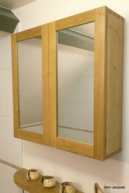 Dovetail oak bathroom cabinet for Bathroom ideas with oak cabinets
