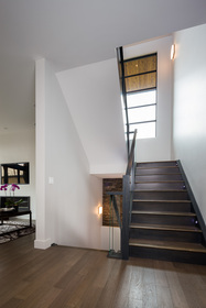 1818broadview_stairs_flat1
