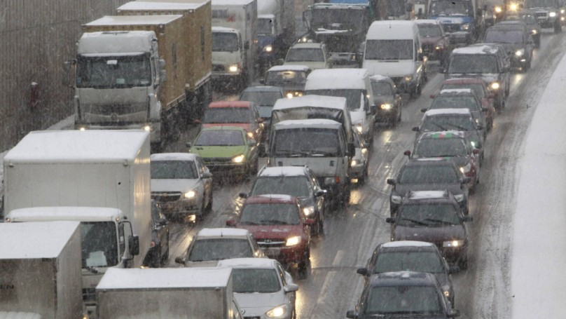Mother of all traffic jams: Russian storm strands drivers for 3 days
