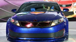 Chicago Auto Show: Kia unveils Superman Optima