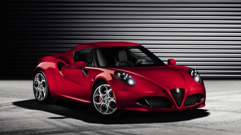 Sexy new Alfa Romeo 4C revealed