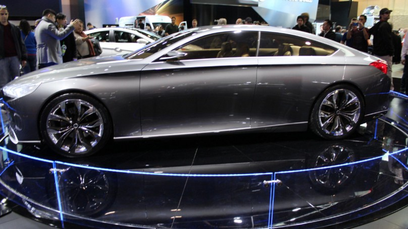 2013 Toronto Auto Show: Hyundai Genesis controlled by invisible touch