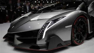 Lamborghini unveils $3.9-million Veneno supercar - all three already sold