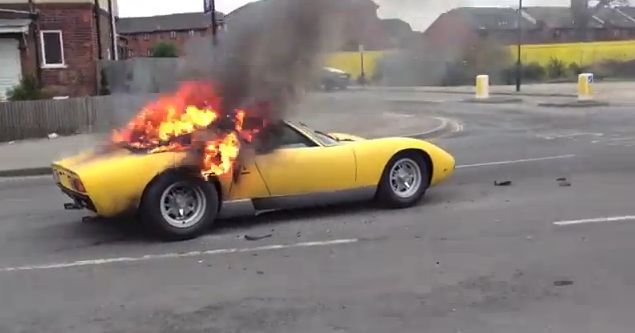Rare Lamborghini Miura burns <br>to a cinder in London street