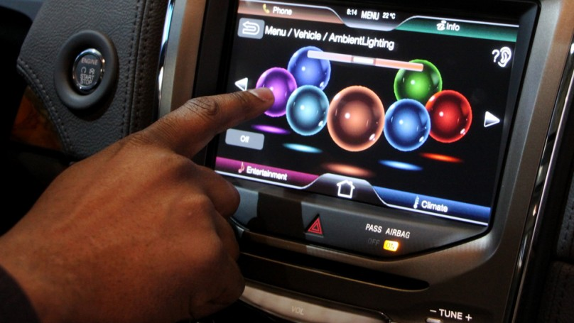 Carmakers urged to curb web apps and electronic gadgets
