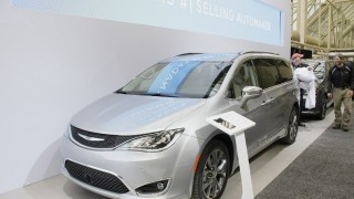 CIAS-2016-Chrysler-Pacifica front