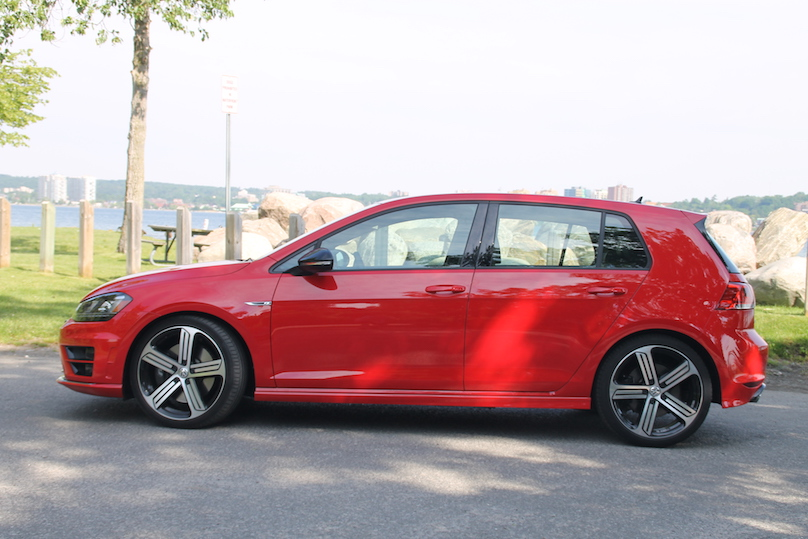2016 vw golf r a red rocket for every occasion. Black Bedroom Furniture Sets. Home Design Ideas