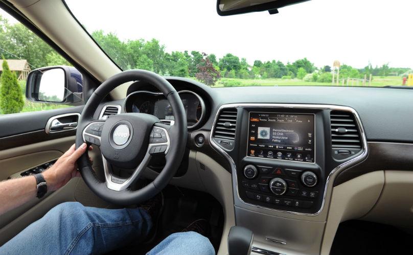 jeep grand cherokee debuts revised v6. Black Bedroom Furniture Sets. Home Design Ideas
