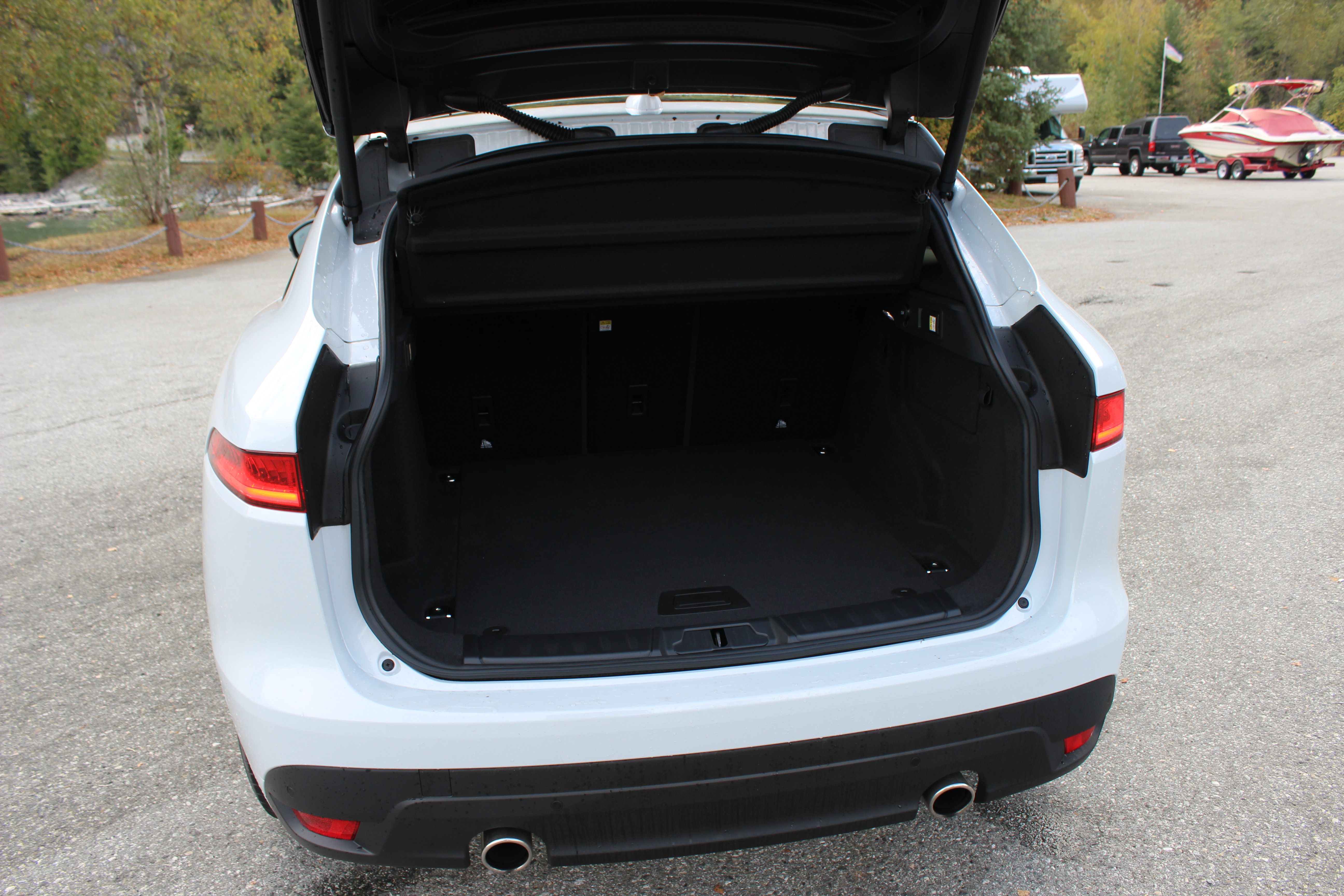 f-pace cargo