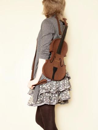 http://s3.amazonaws.com/wikiroom/photos/16385/original/violin_1.jpg?1339677709