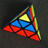 Pyraminx_kubik-rubika_piramidka__1