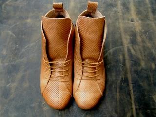http://s3.amazonaws.com/wikiroom/photos/3824/original/boots4.JPG?1315916612