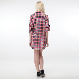 http://s3.amazonaws.com/wikiroom/photos/442/original/019%20(Pink%20Check%20shirt%20W)%20Back.jpg?1308946327