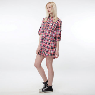 http://s3.amazonaws.com/wikiroom/photos/443/original/019%20(Pink%20Check%20shirt%20W)%20Side.jpg?1308946328