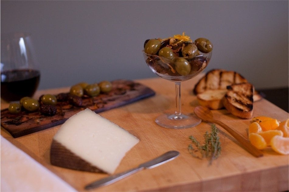 olives-maple-plank