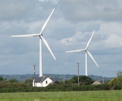 Windturbinesnearhouse_preview