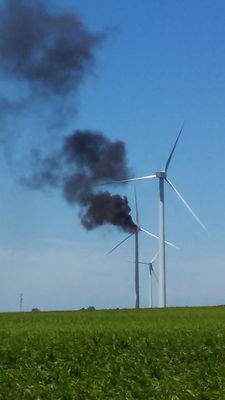 Illinois_wind_turbine_burns_preview