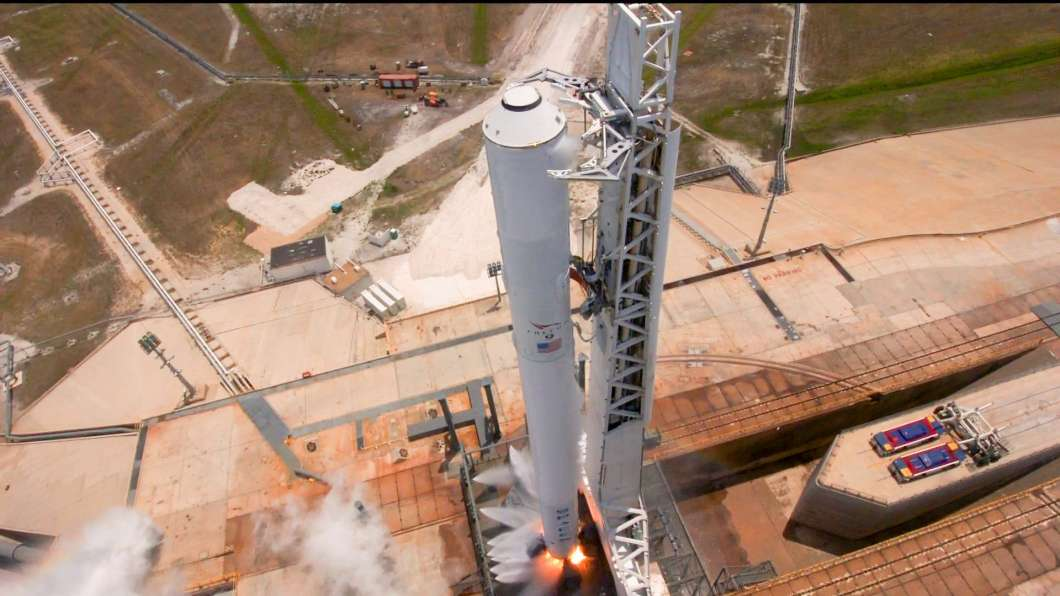 Test fired of the Falcon 9 rocket that will launch Inmarsat-5 satellite. Photo: SpaceX