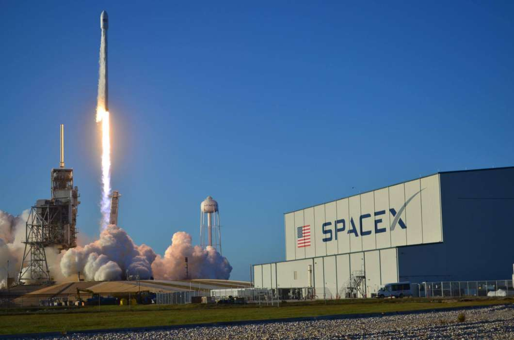 Falcon 9 rocket launches Inmarsat 5 from Kennedy Space Center. Photo: Joey Roulette.