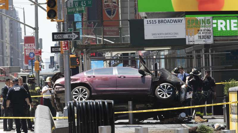 Auto plows into Times Square crowd; 1 dead, 22 hurt