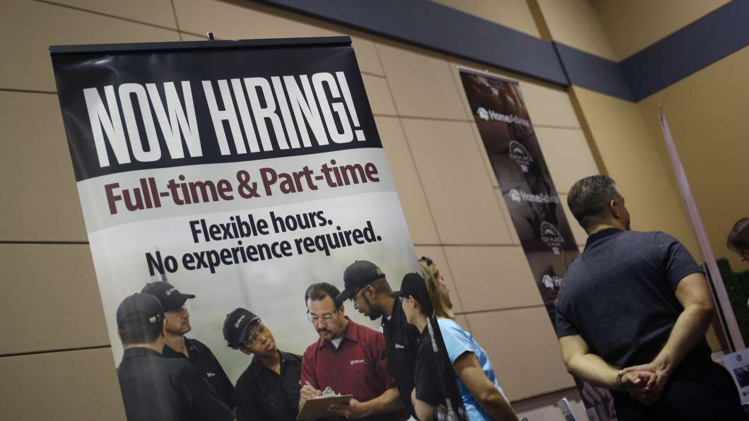 United States unemployment rate dips, but job growth easing