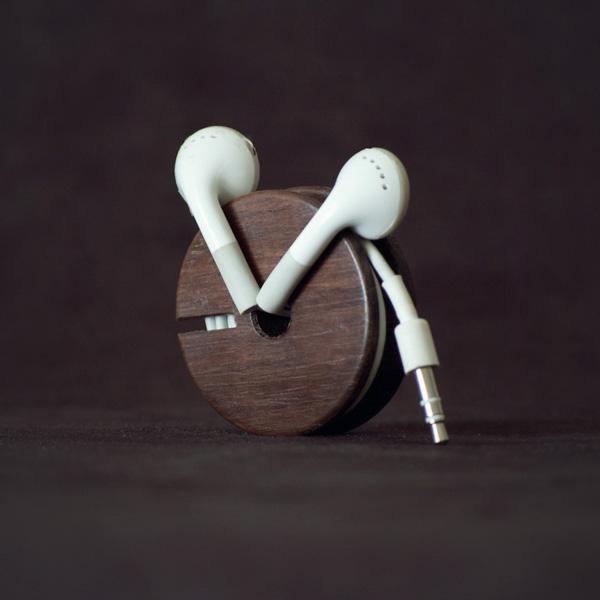 Woodsly wood earbud holder gadget - Wooden headphone holder ...