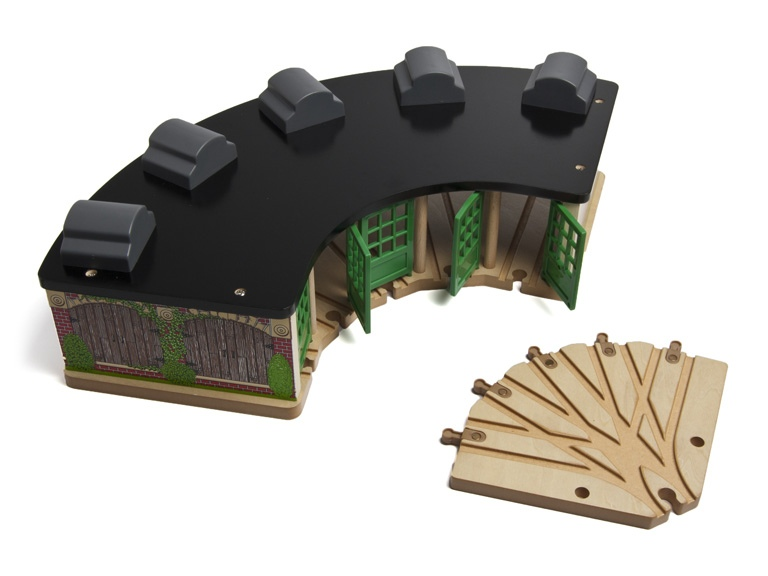 Thomas and friends roundhouse wooden train set